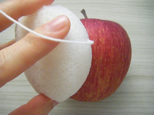 りんごをこすると